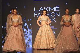 Роскошные и изысканные: наряды на неделе моды в Мумбаи