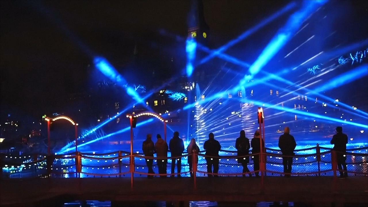 Столицу Дании украсили десятки световых инсталляций