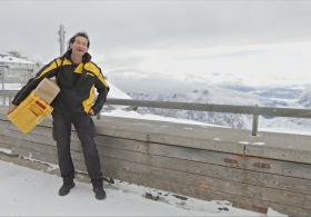Высокогорный почтальон: немец доставляет письма на вершину Цугшпитце