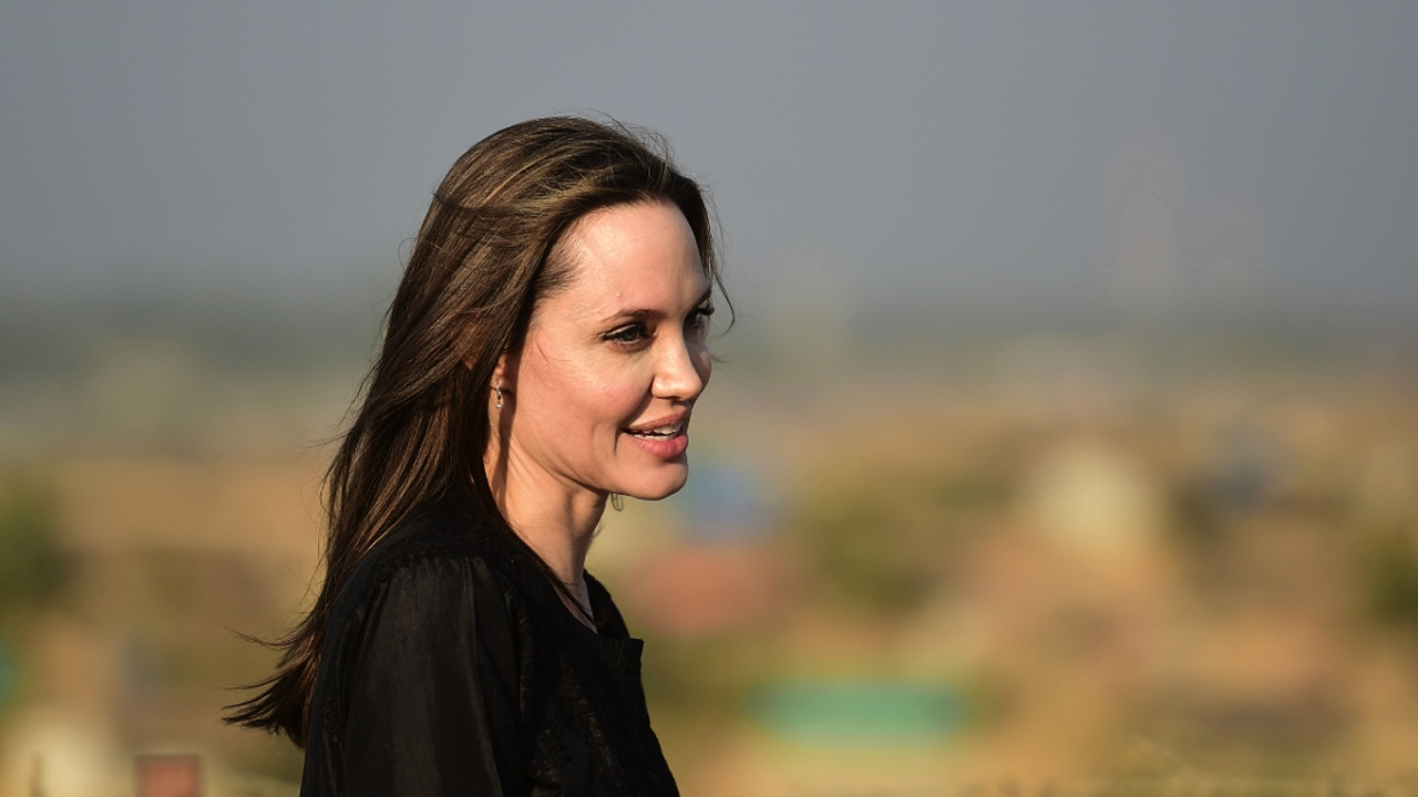 Анджелина Джоли посетила лагерь беженцев-рохинджа в Бангладеш
