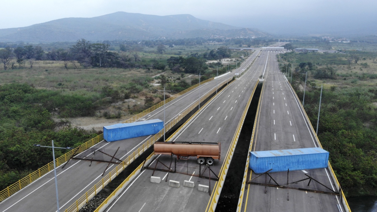 Власти Венесуэлы блокировали путь для гуманитарной помощи из США