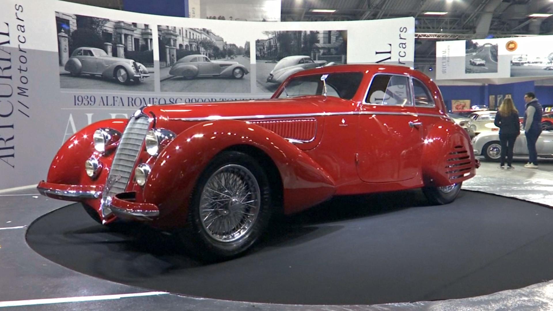 Легендарный Alfa Romeo и болид из Lego продадут на аукционе в Париже