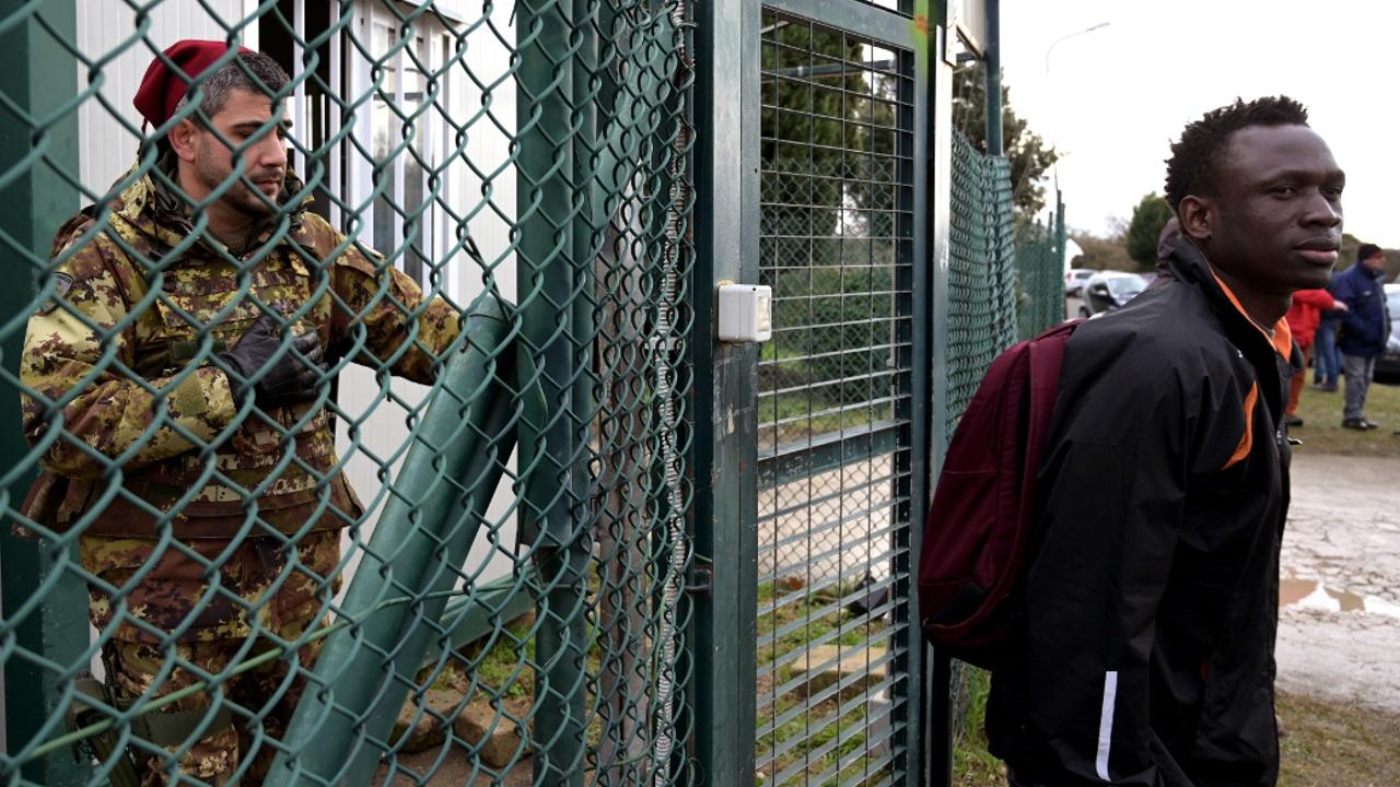На Сицилии готовят к закрытию крупный лагерь для беженцев