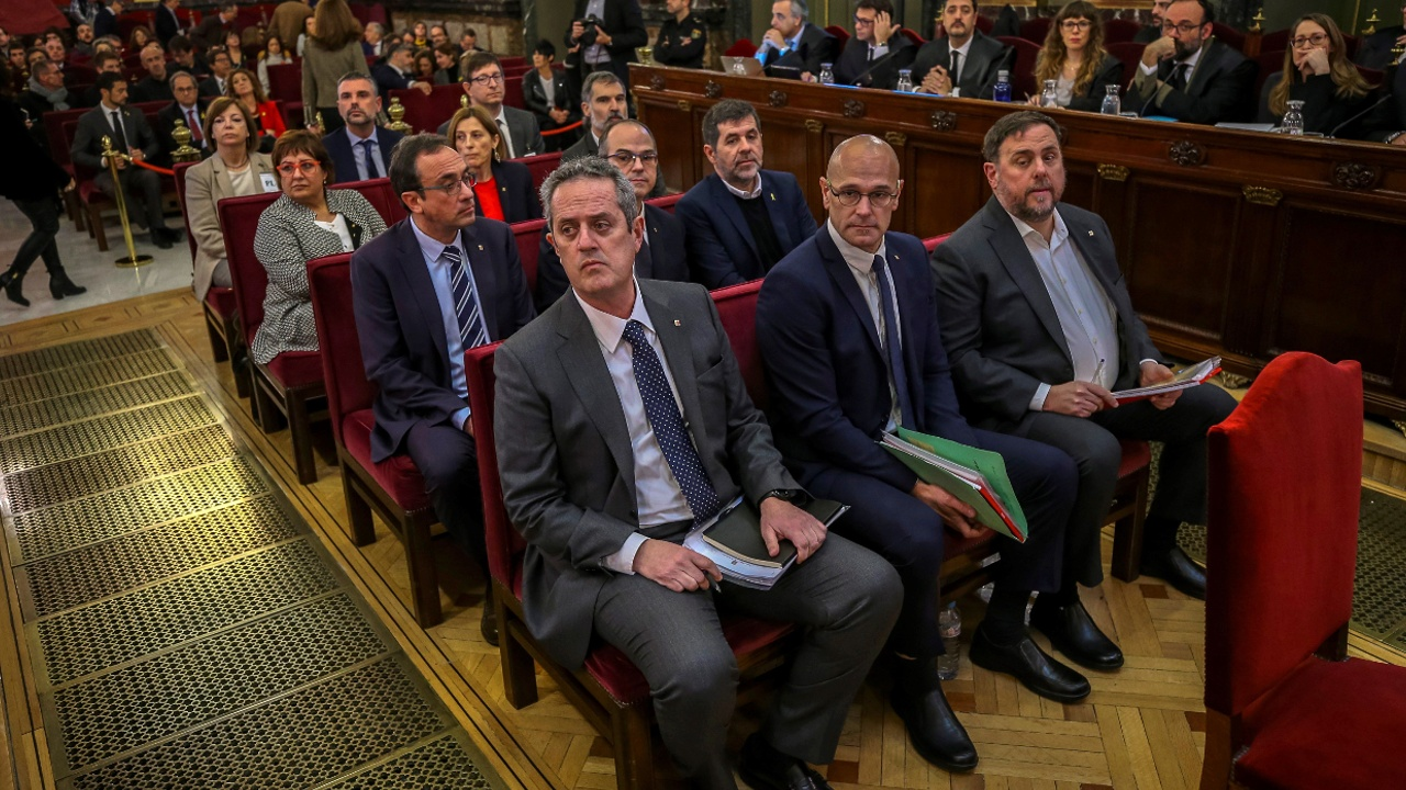 Суд над каталонскими политиками: сотни барселонцев вышли с протестом