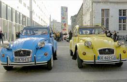 Ралли микролитражек Citroën 2CV прошло в Париже