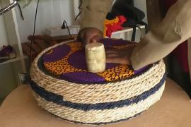 Житель Ганы делает дизайнерскую мебель из старых шин