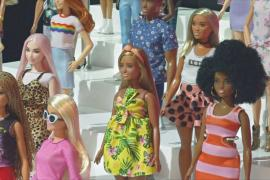 Кукла Барби отмечает 60-летний юбилей