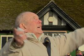 Зачем 82-летний житель Шеффилда организовал воздушный парад истребителей