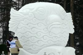 Морские существа из снега украсили Красную Поляну
