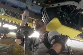 Работникам автомобильных фабрик выдают экзоскелеты