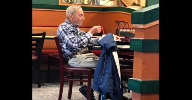 97-летний ветеран войны получает особый подарок