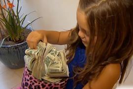 Восьмилетняя девочка вышла с плакатом и собрала 79 500 долларов для больных
