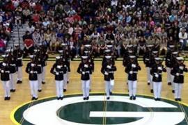 24 морских пехотинца гипнотизируют зал своими движениями