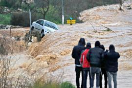Сильные дожди: в Иордании и Израиле спасают автомобилистов
