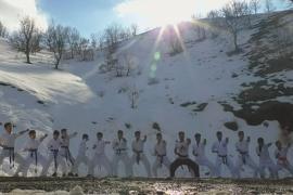 Карате на снегу: как в Ираке тренируют спортсменов