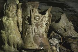 Сотни древних артефактов майя нашли в пещере на полуострове Юкатан