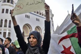 В Алжире не утихают протесты против президента