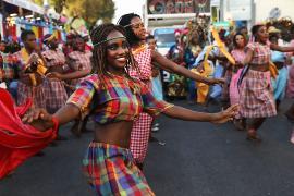 Тысячи гаитян собрались на карнавале, несмотря на протесты