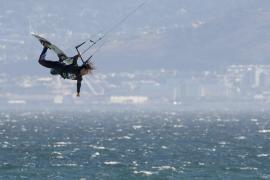 В Ливии впервые прошёл чемпионат по кайтсёрфингу