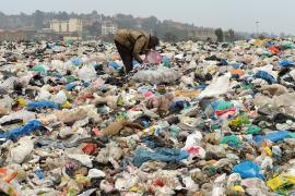 Кения не может организовать переработку мусора и тонет в пластиковых бутылках