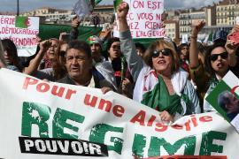 Возвращение Бутефлики: алжирцы встречают президента протестами