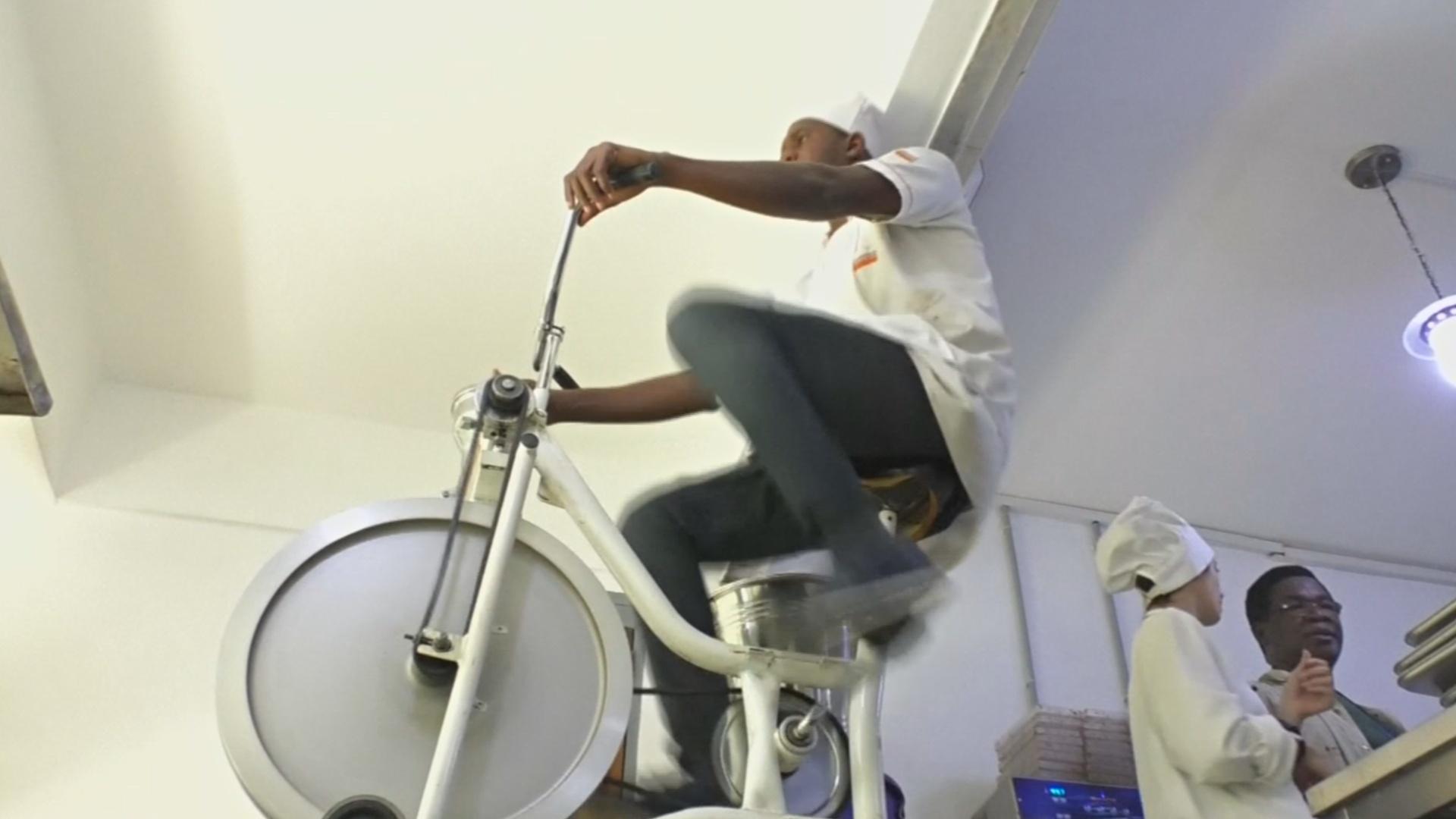 Шоколадная фабрика в Кот-д'Ивуаре «вооружилась» велосипедом