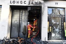 Жители Парижа подсчитывают убытки после протеста «жёлтых жилетов»