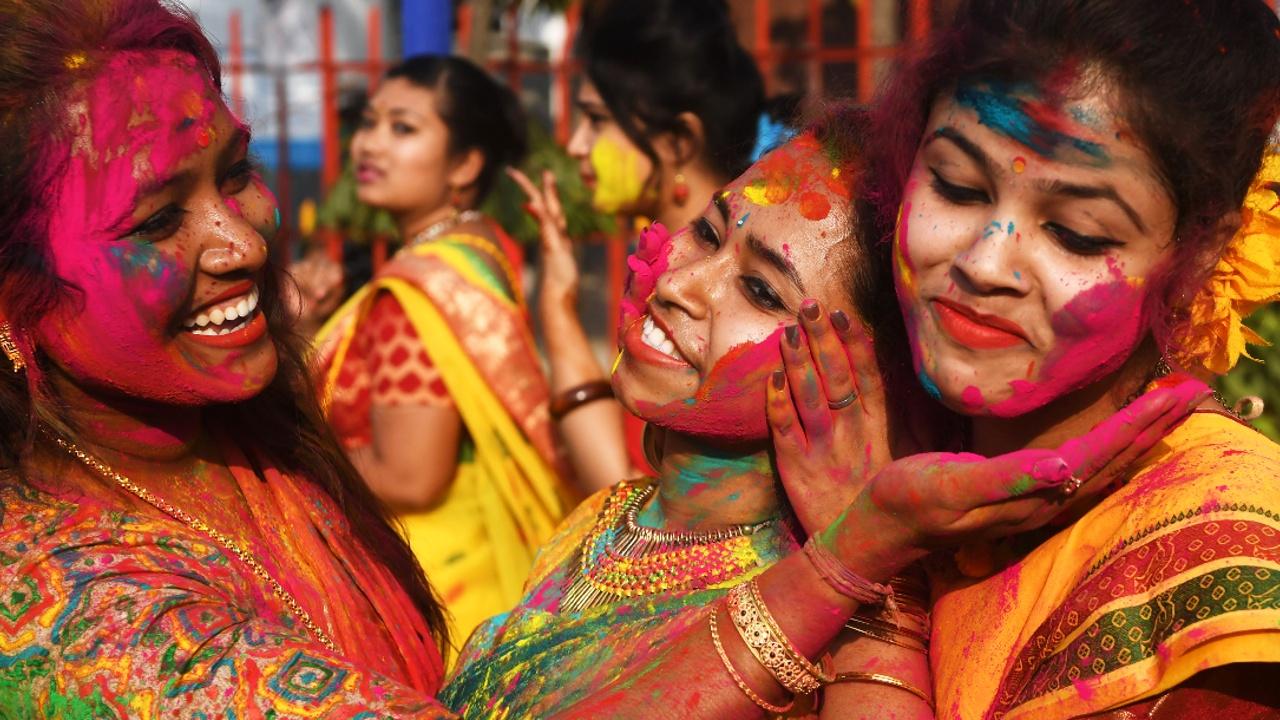 Буйство красок и веселье: в Индии празднуют «Холи»
