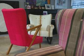 Нигерийка проектирует кресла, объединив традиции и современность