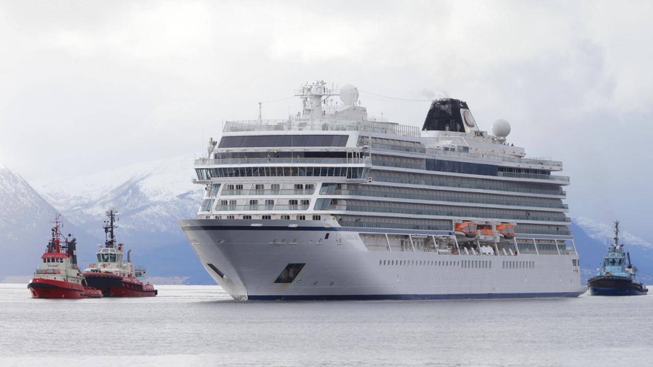 Потерпевший бедствие лайнер Viking Sky прибыл в порт Норвегии
