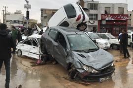 На юге Ирана бушуют наводнения, людей смывает потоками