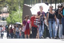 Тысячи бразильцев заполонили ярмарку вакансий на фоне спада в экономике
