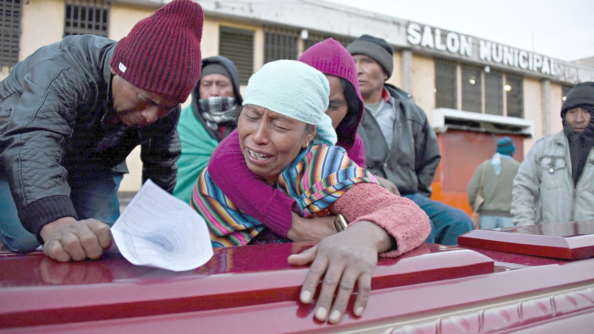 Грузовик въехал в толпу зевак в Гватемале, 18 погибших