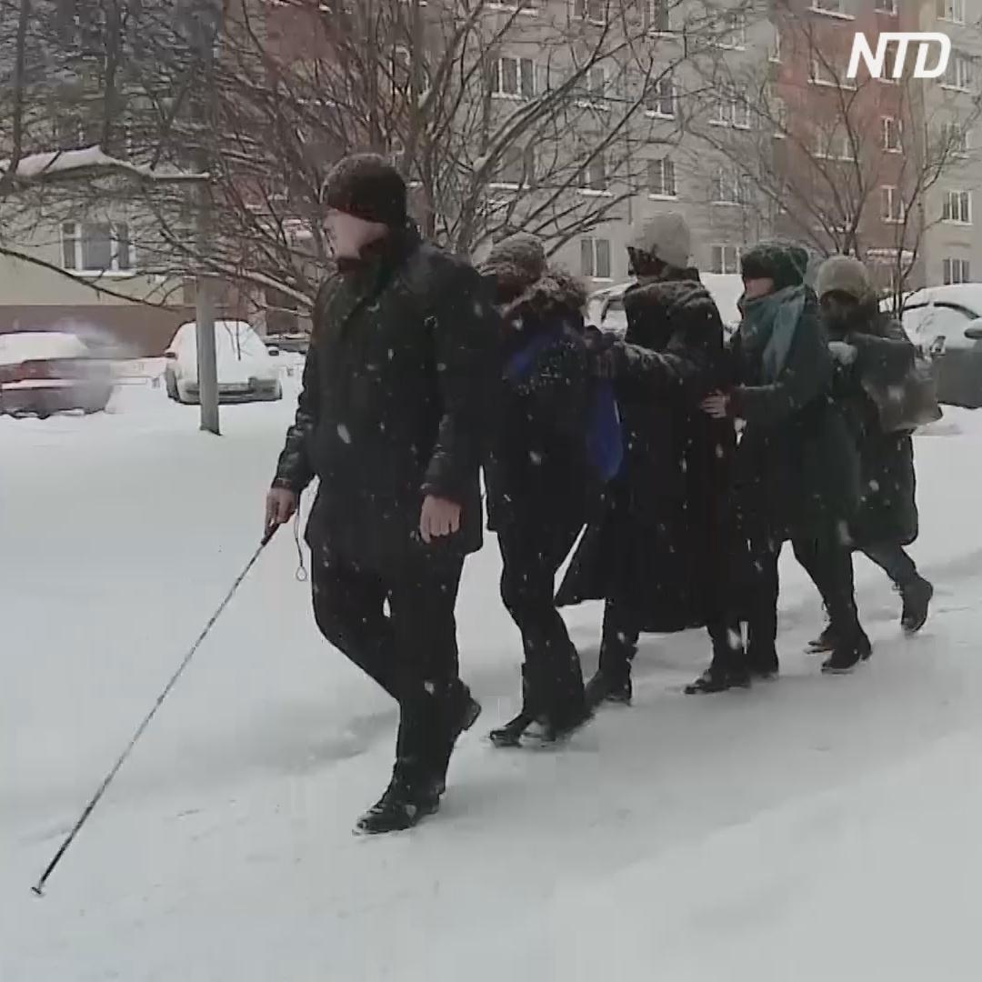 Как слепой гид проводит в Екатеринбурге «экскурсии в темноте»