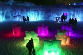 Гигантские замки изо льда выросли в одном из городов США