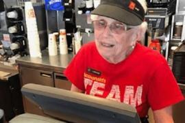 94-летняя бабушка не хочет бросать работу в «Макдоналдс»