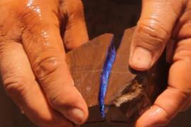 Простой камень в руках шахтёра оказался драгоценностью