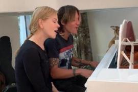 Николь Кидман поёт вместе с мужем: домашнее видео
