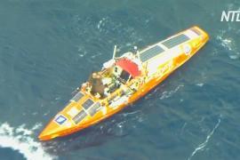 Лодку путешественника Фёдора Конюхова сняли на видео в Южном океане