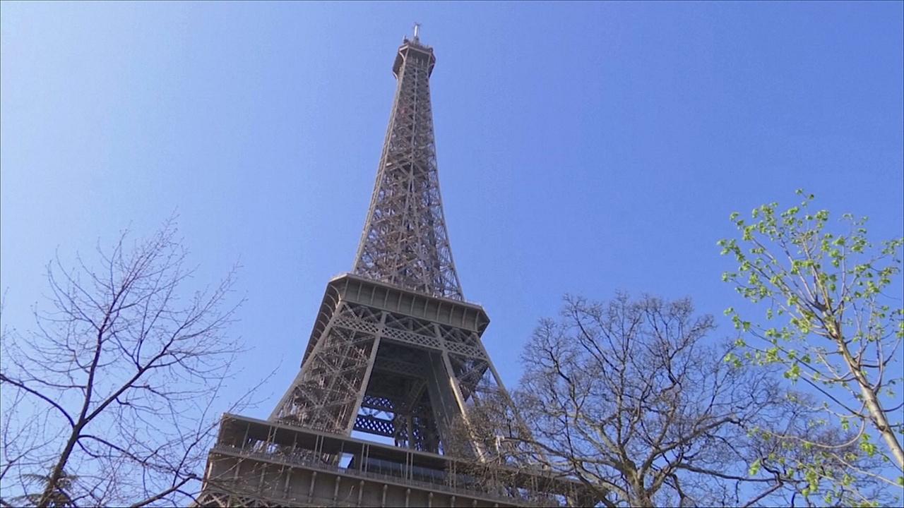 Знаменитой Эйфелевой башне исполнилось 130 лет