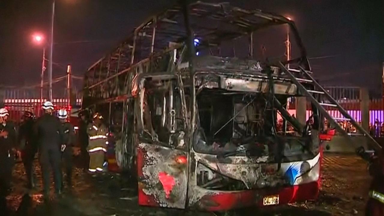 В Лиме сгорел автобус с пассажирами: не менее 20 погибших