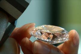 Редкий овальный бриллиант продали на аукционе за $11,8 млн
