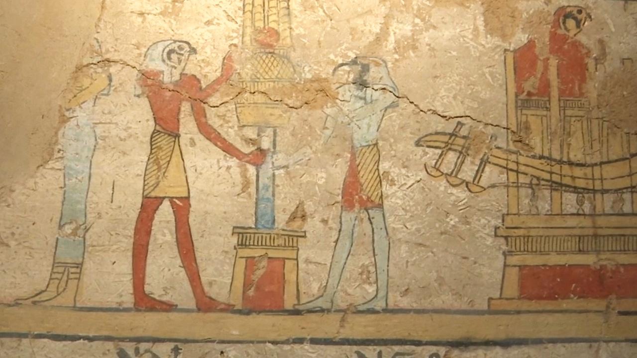 В Египте нашли гробницы эпохи Птолемеев с мумиями людей и птиц