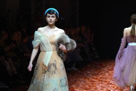 Алёна Ахмадуллина и дизайнеры-школьники на Неделе моды Mercedes-Benz