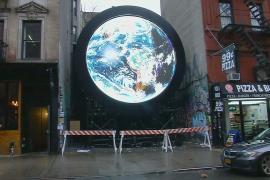 Нью-Йорк украсила инсталляция с меняющимся изображением Земли