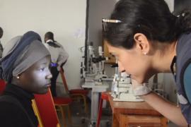 Выжившие после Эболы теперь пытаются не ослепнуть