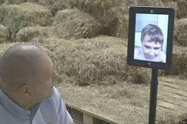 Дети в польской больнице «ходят» в зоопарк с помощью робота