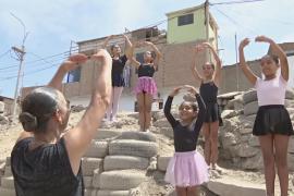В Перу хореограф бесплатно учит балету детей из бедных семей