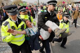 Полиция Лондона уже арестовала более 500 климатических активистов