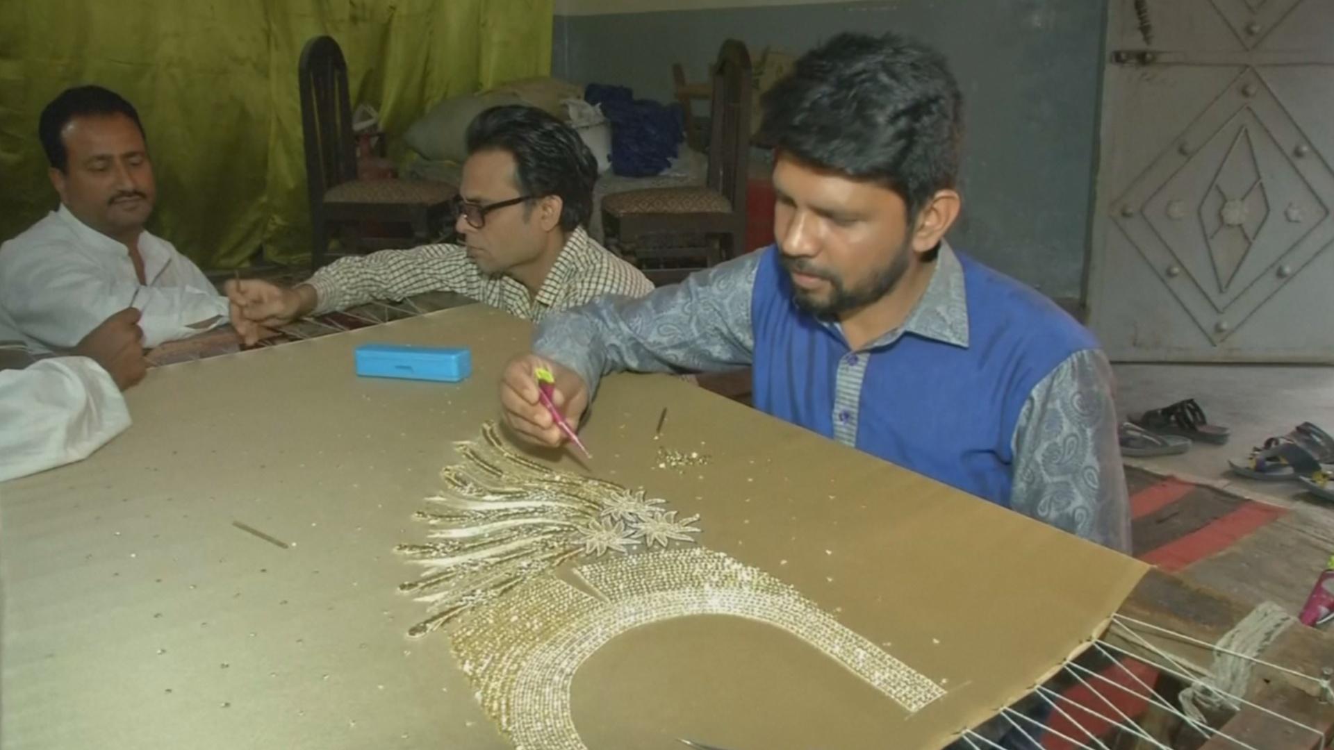 В Индии стараются сохранить древнее искусство вышивки зардози